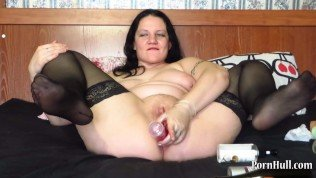 anal fisting and other objects in the ass in a mature mother!