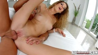 Horny  Monique gets a pussy creampie