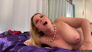 Step mom gives virtual bj and gets a facial while dad is away